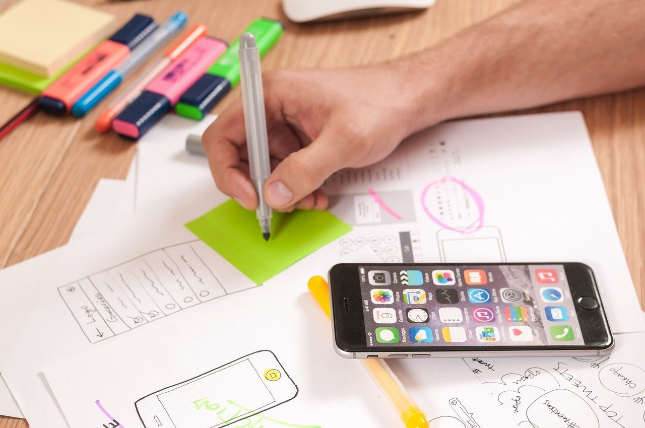 Why Businesses Should Consider iPhone App Development With Swift 5