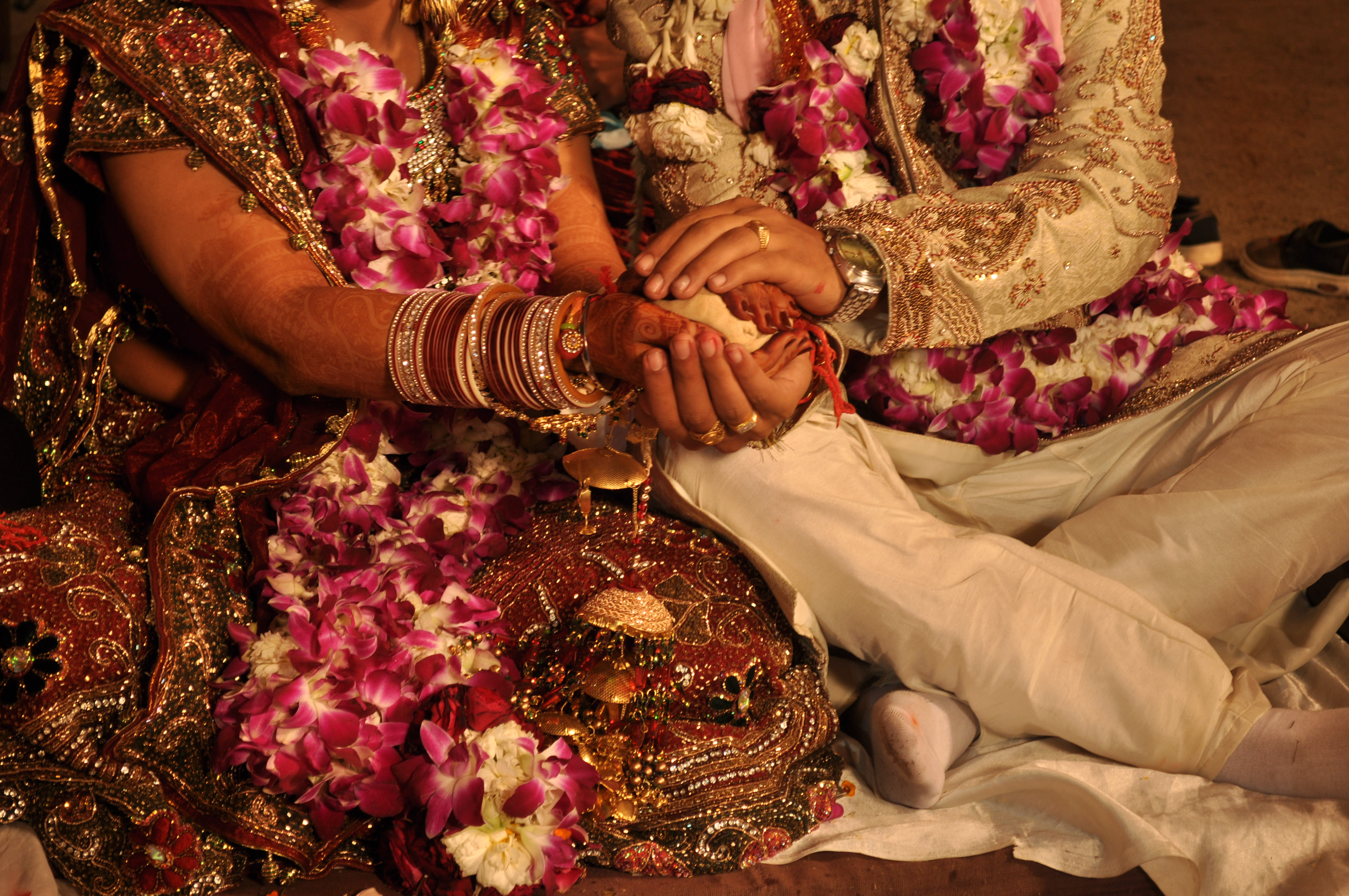 NRIs Can Get Perfect Indian Life Partners Through Hindu Marriage Sites